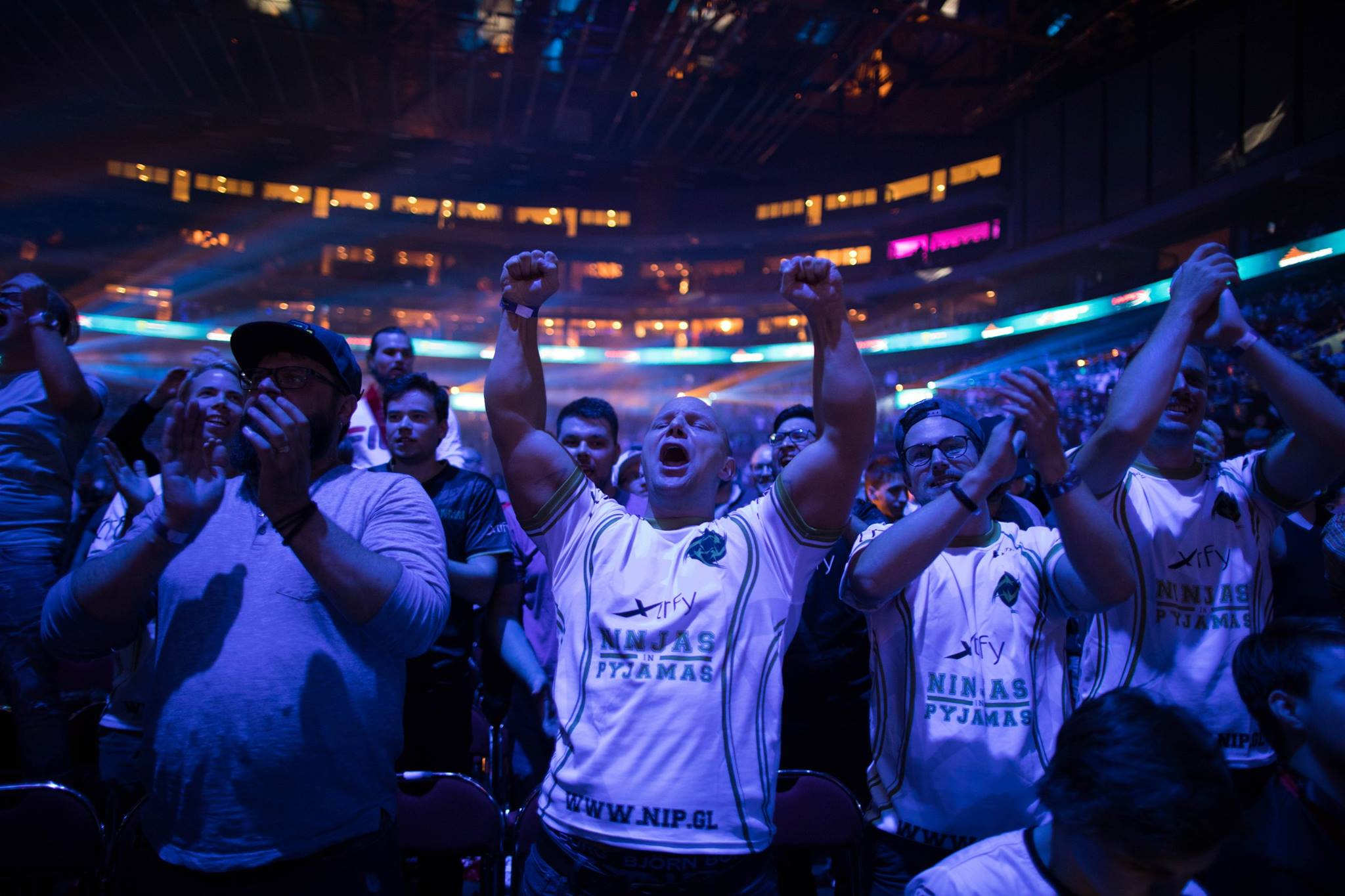 fans cheer at the BLAST Pro series esports event